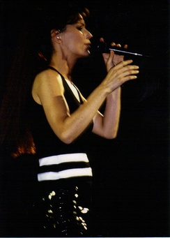 Twain performing on the Come On Over Tour in 1999