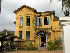 A typical example of French colonial architecture (now a health centre) in Luang Phrabāng