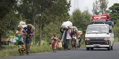 Population fleeing their villages due to fighting between FARDC and rebels groups, Sake North Kivu 30 April 2012