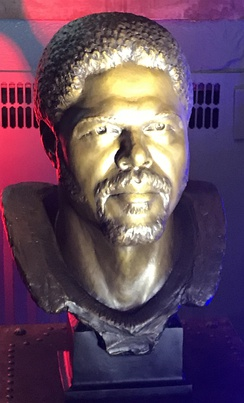 Bronze bust of Robert Brazile, enshrined at the Pro Football Hall of Fame, Canton Ohio, USA, 2018