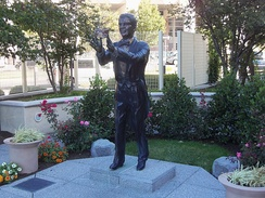A statue of Bert Parks in Atlantic City commemorates his association with the Miss America pageant.