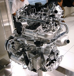 A cutaway Renault-Nissan M9R 2.0 L Straight-4 DOHC Common rail diesel engine