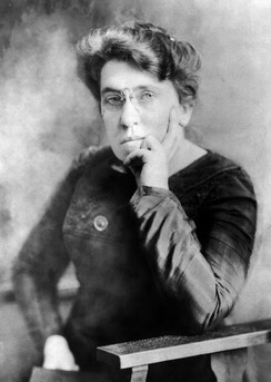 Internationalist anarchist Emma Goldman (1869 – 1940) pictured circa 1911. Goldman stridently opposed the war and the Manifesto, and served two years in prison in the United States as a result of her activism.[23]