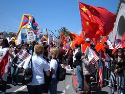 Pro-Tibetan protesters come into contact with pro-Chinese protesters in San Francisco