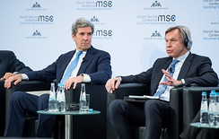 Kerry and Russian Senator Aleksey Pushkov in Munich in 2018