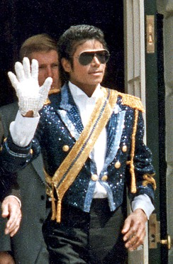 Michael Jackson waving while exiting the White House.