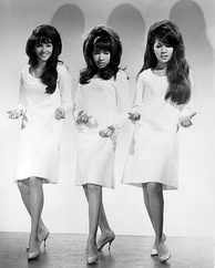 Winehouse was influenced by soul girl groups such as The Ronettes, whose look she imitated.
