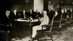 Woodrow Wilson and his cabinet (1918)