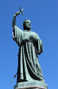 Statue of Peter the Hermit by Gédéon de Forceville (fr), near to the cathedral.