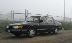 Facelifted Saab 900 sedan with flush headlights and integrated bumpers (US)