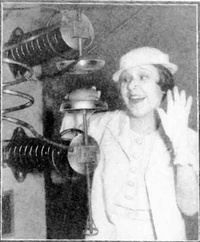 Demonstration by Westinghouse of cooking sandwiches with a 60 MHz shortwave radio transmitter at the 1933 Chicago World's Fair