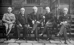 From left to right: Marshal Ferdinand Foch, Clemenceau, Lloyd George and the Italians Vittorio Emanuele Orlando and Sidney Sonnino