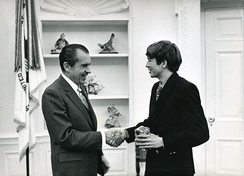 Kasich (right), aged 18, meeting President Nixon in 1970 at the White House, when he was an Ohio State University freshman[10]