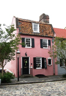 The Pink House, the oldest stone building in Charleston, was built of Bermudian limestone at 17 Chalmers Street, between 1694 and 1712