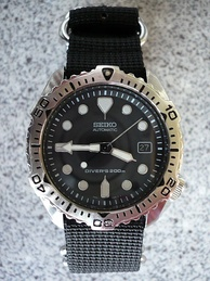Seiko 7002–7020 Diver's 200 m on a 4-ring NATO style strap