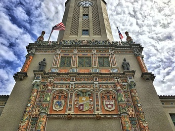 Tower at the University of Puerto Rico, showing (right) the emblem of Harvard University‍—‌the oldest in the United States‍—‌and (left) that of National University of San Marcos, Lima‍—‌the oldest in the Americas