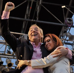 First Lady Cristina Fernández de Kirchner (right) campaigning alongside with her husband, Néstor Kirchner in 2007.