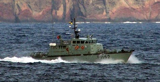 The patrol boat NRP Escorpião, one of the naval assets regularly placed at the disposal of the AMN by the Portuguese Navy.