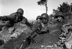 Soldiers of the 2nd Infantry Division man a machine gun during the Korean War