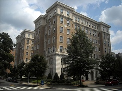 During the 1980s, McGovern lived in the historic Beaux-Arts architecture style Connecticut Avenue building, the Bates Warren Apartment House, in Washington, D.C.