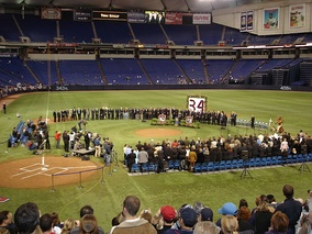"Former manager Tom Kelly surrounded by former teammates Dan Gladden, Jim ""Mudcat"" Grant, and Kent Hrbek, Hall of Famer Harmon Killebrew, and friends at the Memorial at the Metrodome on March 12, 2006"