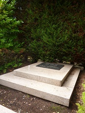 Hergé's grave in the Dieweg cemetery in Brussels.