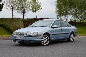 Volvo S80 2.4T 2002 Blue, front.jpg