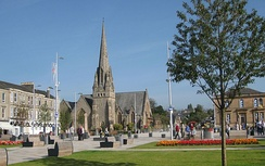 Colquhoun Square, showing Helensburgh Parish Church and plinths for the Outdoor Museum