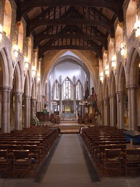 Nave of Bradford cathedral.jpg