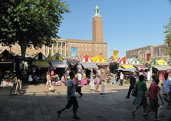 Gentleman's Walk, showing the stalls of Norwich Market, City Hall and the Guildhall (right)