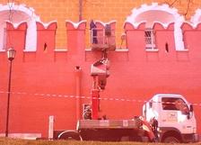 Окраска стен Кремля красной краской (2010г.)