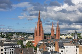 Marktkirche, designed by Carl Boos: Its neo-Gothic steeple dominates the Historical Pentagon.