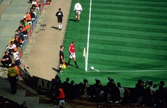 Beckham preparing to take a corner kick for Manchester United during the 1999 FA Cup Final at Wembley Stadium