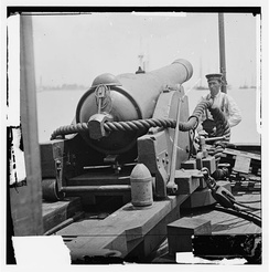 6.4-inch banded rifle, the weapon type used as the bow pivot gun on the CSS Ivy. Note the 100-pound conical projectile at the right rear of the gun carriage. This weapon outranged all of the guns in Pope's fleet.