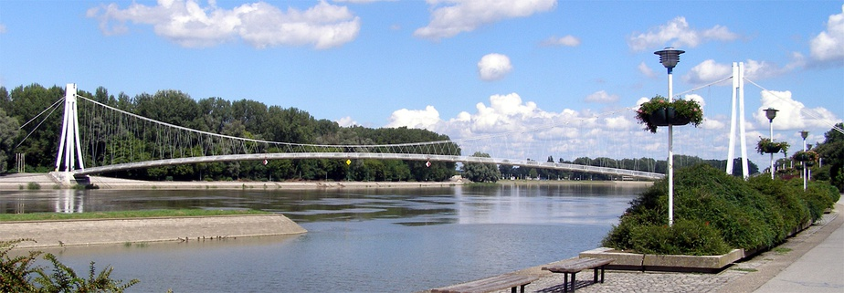 A panoramic view of the pedestrian bridge over the Drava