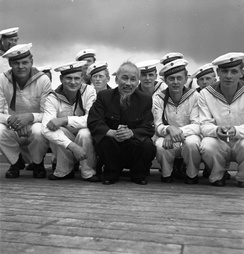 Hồ Chí Minh with East German sailors in Stralsund harbor during his 1957 visit to East Germany