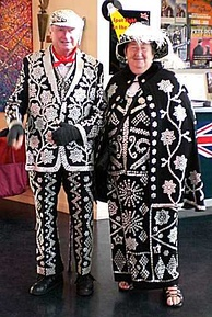 A costume associated with cockneys is that of the pearly King or Queen, worn by London costermongers who sew thousands of pearl buttons onto their clothing in elaborate and creative patterns.