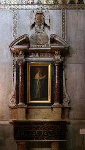 Алтарь с частью мощей Людовика Святого в соборе Монреале