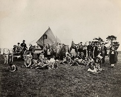 The first American summer camp is the Gunnery Camp in 1861[8]