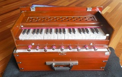 Modern portable harmonium with 9 air stop knobs