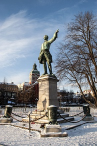 "Monument to Charles XII in Stockholm, with Charles pointing towards Russia. Stockholmers call this statue ""the lion between four pots"" (""Lejonet mellan fyra krukor"") referring to the mortars. This contrasts with a nearby statue of Charles XIII which has lions similarly arranged; that statue is known as ""the pot between four lions"" (""Krukan mellan fyra lejon""), referring to a Swedish slang expression for a klutz.[7]"