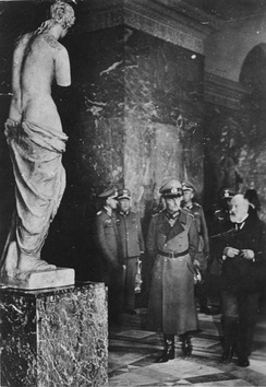 Generalfeldmarschall Gerd von Rundstedt seen with a plaster model of the Venus de Milo,[48] while visiting the Louvre with the curator Alfred Merlin on 7 October 1940
