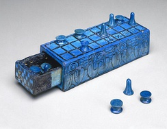 Ancient Egyptian gaming board inscribed for Amenhotep III with separate sliding drawer, from 1390–1353 BC, made of glazed faience, dimensions: 5.5 × 7.7 × 21 cm, in the Brooklyn Museum (New York City)