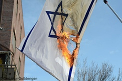 A non-standard flag of Israel being burned by the ultra-Orthodox Neturei Karta sect.