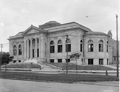 The Lee Circle Main Library around the time of its opening in 1908