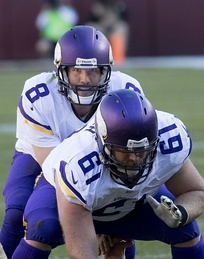 Bradford (No. 8) with the Vikings in 2016
