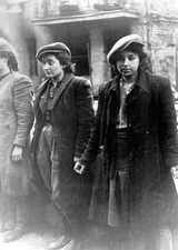 IPN copy #26Hehalutz women captured with weapons.Małka Zdrojewicz on the right of this photograph survived Majdanek; the other two were killed.