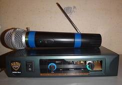 Wireless microphone and radio receiver