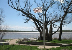 Monument to the 1993 flood at Jones-Confluence Point State Park at the confluence of the Missouri and Mississippi Rivers in St. Charles County, Missouri, 400 feet (120 m) above sea level.  The water reached the top of the pole at 438.2 feet (133.6 m).