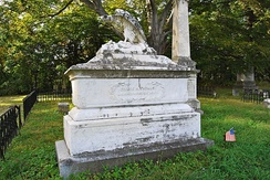 Memorial to Thomas in Oakwood Cemetery